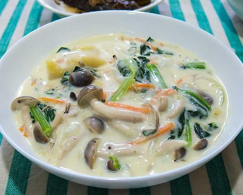 鮭と野菜のクリームシチュー風