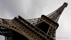 La tour Eiffel (stavos) Tags: paris france tower canon eiffeltower wideangle eiffel 550d stavosnl