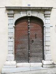 Orthez, Pyrénées-Atlantiques (Marie-Hélène Cingal) Tags: door france puerta 64 porta porte tür sudouest aquitaine orthez pyrénéesatlantiques