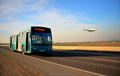 TRANSPORTE AIRE-TIERRA (Pablo C.M || BANCOIMAGENES.CL) Tags: chile santiago boeing aeropuerto transporte scl pudahuel aterrizaje transantiago j07 scel