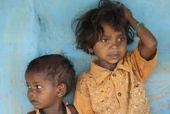 Kawardha - Chhattisgarh - India (wietsej) Tags: kawardha chhattisgarh india children tribal rural village street sony a100 sonydslra100 zeiss 13518 sal135f18z sonnar13518za wietsejongsma bhoramdeo