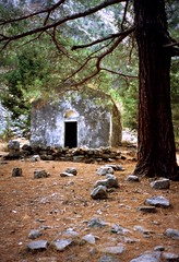 een oeroud kerkje midden in de Samaria kloof, Kreta 1987 (wally nelemans) Tags: φαράγγισαμαριάσ κρήτη ελλάδα samariakloof samariagorge kapelletje chapel kreta griekenland greece 1987