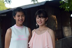 pretty young ladies (the foreign photographer - ฝรั่งถ่) Tags: dec262015nikon two pretty young ladies braces mouth jewelry khlong lat phrao portraits bangkhen bangkok thailand nikon d3200
