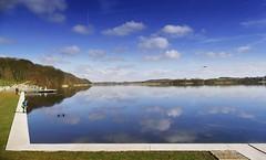 ... am großen Spiegel (wolfi-rabe) Tags: see spiegelbild spiegelung wolken segeberg
