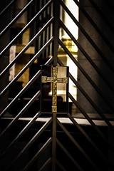 crus, outro, dourado (Luiz Leite7) Tags: brilho luz vermelho azul branco estrelas horizonte mato plantas sombra contraluz amarelo chã£o cã©u nuvens clarã£o folhas campo escuro postes arvores cores fã© textura linhas sangue cristo religiã£o crucifixo crucificaã§ã£o jesus