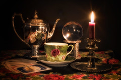 The teacup reader (Repp1) Tags: candle candlelight crystalball reader teacup tealeaf bougie bouledecristal tasseàthé théière voyant cards cartes éclairageàlabougie