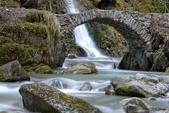 Les hommes construisent trop de murs et pas assez de ponts (jean paul lesage) Tags: megève cascade falls alpes alps hautesavoie longexposure leend1000 pontducreuxsaintjean pontdepierre pont bridge poselongue