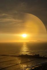 """""""No creas lo que tus ojos te dicen, sólo muestran las limitaciones. Mira con tu entendimiento, descubre lo que ya sabes y hallarás la manera de volar"""" (OneMarie!) Tags: sunset atardecer golden sky cielo nubes ocean peru lima miraflores nikon d7100 nikond7100 agua water muelle ciudad city"""