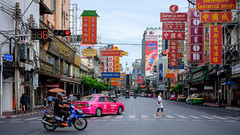 Good traffic today!! (Kompakin Borwornpakramil) Tags: fujifilm gfx50s gf63mmf28rwr mywife เยาวราชchinatown chinatown thailand bangkok moodandatmosphere totallythailand mediumformat
