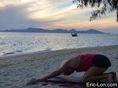 Yoga sun salutations at Kradan (10) (Eric Lon) Tags: kradanyogaavril2017 yoga sunrise salutations asanas poses postures beach plage mer thailand kradan island ile stretching flexibility etirement souplesse body corps fitness forme health sante ericlon