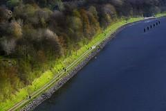 Spaziergang in der Sonne... (wolfi-rabe) Tags: nordostseekanal kanal levensauerhochbrücke sonnenschein aprilwetter spaziergänger schleswigholstein