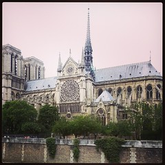 Notre Dame dando o ar da graa ;) #Paris #eglise #igreja # (Bibi) Tags: paris france cathedral gothic catedral frana notredame cathdrale gothique gtico iphoneography instagramapp uploaded:by=instagram