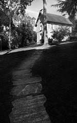 Chez Foujita  Villiers-le-Bcle, Essonne, 29 aot 2012 (Stphane Bily) Tags: park blackandwhite bw house paris garden noiretblanc path jardin nb maison parc chemin foujita frenchpainter demeuredelesprit villierslebcle peintrefranais stphanebily