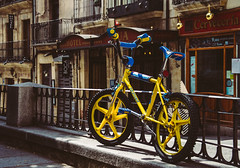 California Salabike (Walimai.photo) Tags: street blue bike bicycle yellow azul calle nikon bicicleta amarillo bici salamanca 18105 d7000