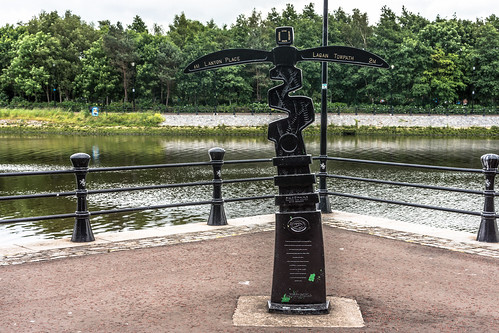 Millennium Milepost 2000 By David Dudgeon - Lagan Towpath