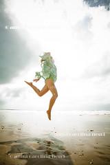 Paraíso alagoano (ACNegri) Tags: ocean sea summer brazil woman sun sol praia beach brasil sunrise freedom mar mujer agua women mulher liberdade verano brazilian verão brazilians brasileiro amanhecer oceano alagoas brasileño feminino brazilianbeauty barradesaomiguelalagoas