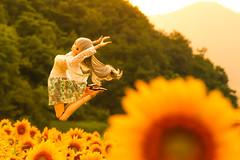 Jump!! (のの♪) Tags: dd 夕景 ひまわり ジャンプ dollfiedream ドルフィードリーム xxmm