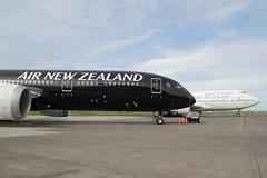 ZK-NZE_NZAA_3467 (ZK-NGJ) Tags: airnewzealand zknze boeing787934334 19july2014aucklandwithb747400zksuh whichisscheduledforfleetexitattheendofjuly2014 19july2014auckland