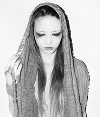 Peace (jessy yama) Tags: light brazil blackandwhite art model nikon peace saopaulo artistic retrato autoretrato makeup sp feeling delicate peb autoral bealtiful