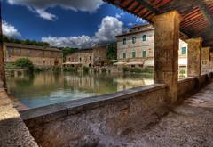 Piazza delle sorgenti (fil.nove) Tags: canon angle wide tuscany piazza toscana bagno ultra grandangolo hdr 1022 terme vignoni delle sorgenti 60d