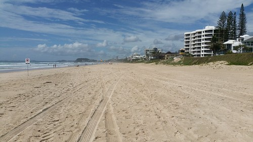 houses & units south to burleigh  on beachfront