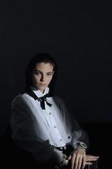 Vittoria Ceretti 2 (drno_manchuria (simonsaw)) Tags: vittoriaceretti model modelo fashion moda shirt camisa lazo bowtie bond knot collar nudo white blanca black negra buttons abotonada chick mujer women