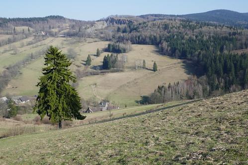 Kamieniołom po drugiej stronie doliny Luty