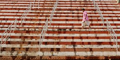 I Walk the Lines (Alex L'aventurier,) Tags: varanasi india ghat uttarpradesh lines stairs escaliers candid man homme indian rampe holy inde hindu lignes orange pink rose walking marcher mouvement movement