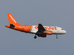 EasyJet Airline Airbus A319-111 (Marcellinissimo) Tags: zrh zurichairport airplanes airplane plane canon eos5d eos5d4 easyjet airline airbus a319111 geziw linate fiumicino livery pertutti