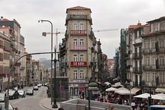 Anuncio (anvaliri) Tags: oporto portugal canon 1585 calle street tejados ciudad city centro
