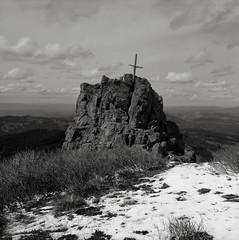 On Silver Star Mountain, Washington (austin granger) Tags: silverstarmountain washington columbiarivergorge cross memorial religion snow square film evidence gf670