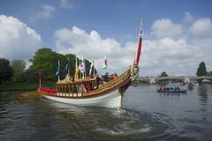 TP46 (EmmaDurnford) Tags: tudorpull 2017 hamptoncourtplace molesey teddington riverthames watermen annual rowing event palaces stela watermanscompany gloriana thamestraditionalrowingcompany flags pennants royalarms henryv111 king tudors livery boats vessels teams