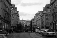 Londres bn_0004 (Joanbrebo) Tags: oxfordst london streetscenes street carrers calles blancoynegro blackwhite gent gente people canoneos70d efs18135mmf3556is eosd autofocus