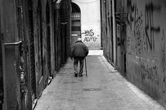 Genova (Valt3r Rav3ra - DEVOted!) Tags: genova streetphotography street sonyalpha7 sony bw biancoenero blackandwhite valt3r valterravera visioniurbane urbanvisions persone people perstrada digitale