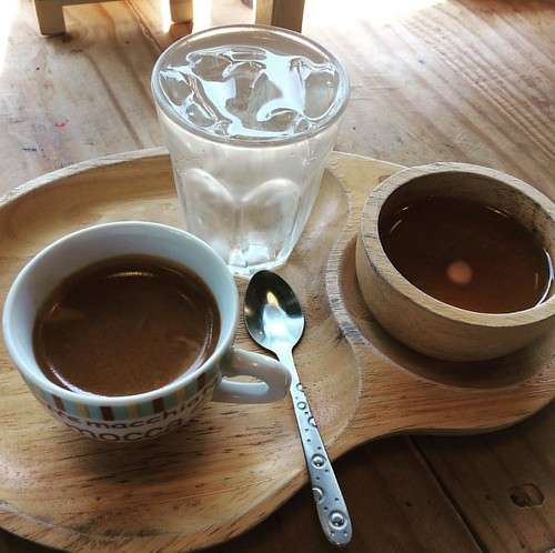 #coffee #coffeeshop #coffe #coffeetime #coffeelover #coffeebreak #coffeegram #coffeelove #coffeeart #coffeelife #coffeebreak #coffeelovers #coffeeshesh #positiveenergy #cm #cnx #chiangmai #northern #th #thailand #huahin #deelekbistro #deelekbistrohuahin
