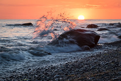 Splashes (Petra Runge) Tags: meerundstrand licht sonnenuntergang wasser ufer ostsee mecklenburgvorpommern küste coast balticsea water light sunset beach nature natur landschaft landscape seascape schärfentiefe