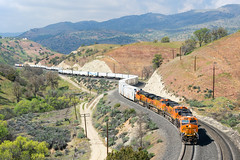 BNSF 7871 @ Tehachapi, CA (Mathieu Tremblay) Tags: tehachapi california unitedstates union pacific mojave subdivision bnsf burlington northern santa fe railroad railway chemin fer cable telegraph pole sony a99 sal70300g