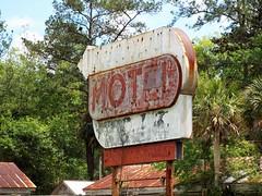 Faded Florida US 17 (www.yashicasailorboy.com) Tags: florida motel faded us17 rusty crusty