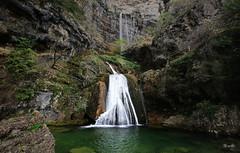 Riópar - Albacete - Nacimiento del Río Mundo (Garciamartín) Tags: cueva cascada paisaje parquenatural agua lago cuevadeloschorros calaresdelríomundo riópar albacete castillalamancha españa estanque europa naturaleza nino garciamartín