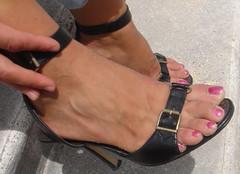 Noemi 26 (J.Saenz) Tags: feet foot pies fetichismo zapatos shoes tacones heels tacos tacchi schuh scarpe shoefetish shoeplay sandals sandalias podolatras pieds mujer woman dedo toe pedicure nail uña polish esmalte pintada toenail
