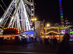 Kermis op de Dam. Amsterdam 04. (George Ino) Tags: nightphotography copyright holland amsterdam nederland thenetherlands fair citycenter centrum kermis villagefair availablelightphotography nightcityscape georgeinohotmailcom