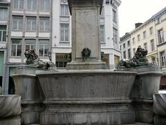 Lige, Belgique (Marie-Hlne Cingal) Tags: fountain twins belgium belgique belgie lion lions fontana fontaine luik lige leones wallonie lttich ldje twozweideuxduedva2
