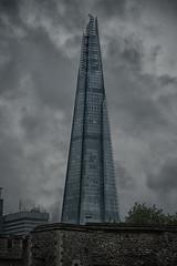 The Shard hinter dem Tower (swissgoldeneagle) Tags: england london tower clouds skyscraper dark grey cloudy unitedkingdom united wolke wolken grau kingdom hochhaus clou grossbritannien bedeckt dster duester d700 wolkenkrater theshard