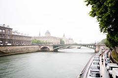 (E SWETT) Tags: paris france rain rio seine river puente nikon place notredame pont siena stmichel nikkor francia dauphine d800 siene cite institutdefrance diena darcole 18105mm rdelacite neuef