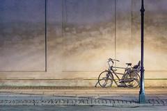 6 March, 18.29 (Ti.mo) Tags: street light bike night copenhagen denmark march selected dk teaching f28 interactiondesign informationdesign københavn 2014 0ev ciid iso10000 copenhageninstituteofinteractiondesign •••• ¹⁄₁₂₅secatf28 ef100mmf28lmacroisusm 8amalienborgslotsplads