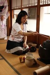 L (Enroutetoawesome) Tags: japan kimono teaceremony nofilter chanoyu urasenke canon28mmf18