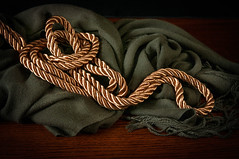 The gold rope (Repp1) Tags: stilllife gold rope dor naturemorte corde dor tabletopphotography tabletopphoto