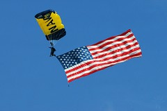 Happy 4th. of July ! (Shutter_Hand) Tags: usa texas flag sony navy seal bandera alpha fortworth parachute a77 paracaidas nasfortworthjrb lenscraft sal70400g sonyaf70400mmf456gssm navalairstationfortworthjointreservebase slta77v sonyalphaa77 miguelmendozamuoz fortworthairpowerexpo2014