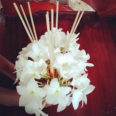ดอกไม้เวียนเทียน..ของพี้ครีม..พี่บีเอ็ม..น้องปุ่นปุ่น.♥