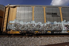 Versuz (Revise_D) Tags: graffiti trains revise graffitti graff tagging freight revised trainart fr8 bsgk versuz fr8heaven fr8aholics revisedesign fr8bench benchingsteelgiants freightlyfe